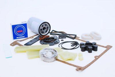 Vacuum pump service kits