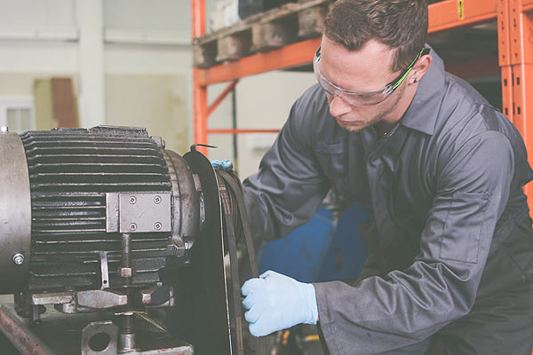 Industrial vacuum pump servicing