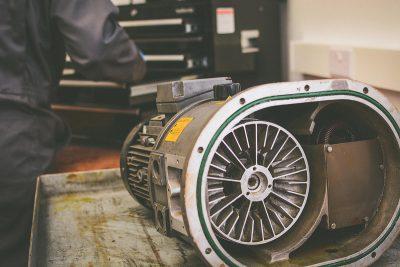 Vacuum pump servicing